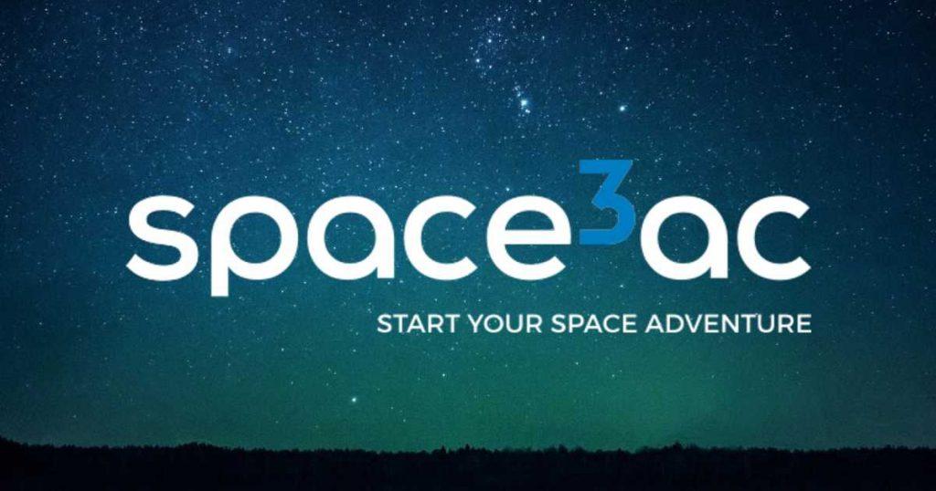 logotyp space3ac nazielonkawym nocnym niebie