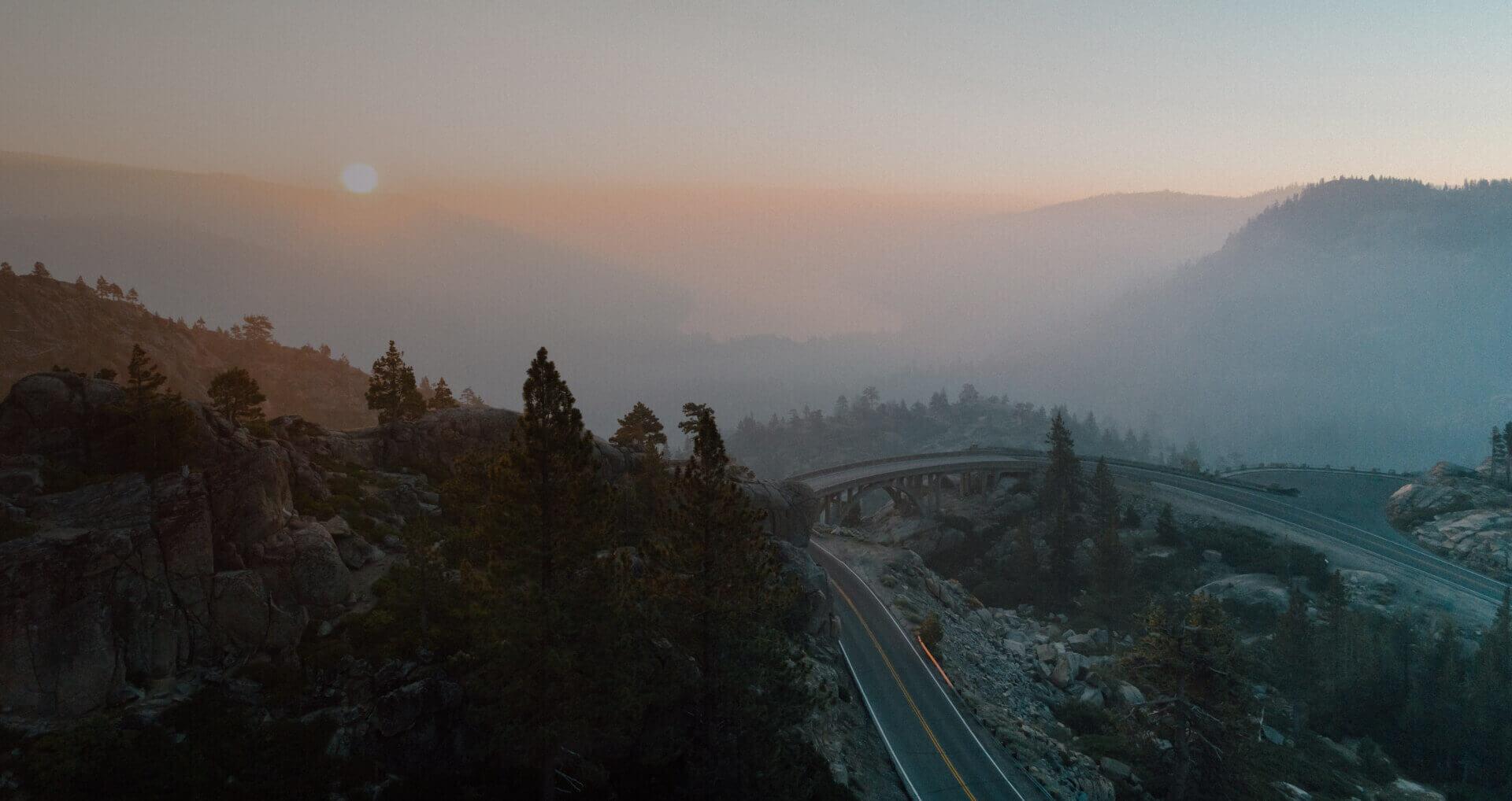dron w geodezji zdjęcie górzystego terenu